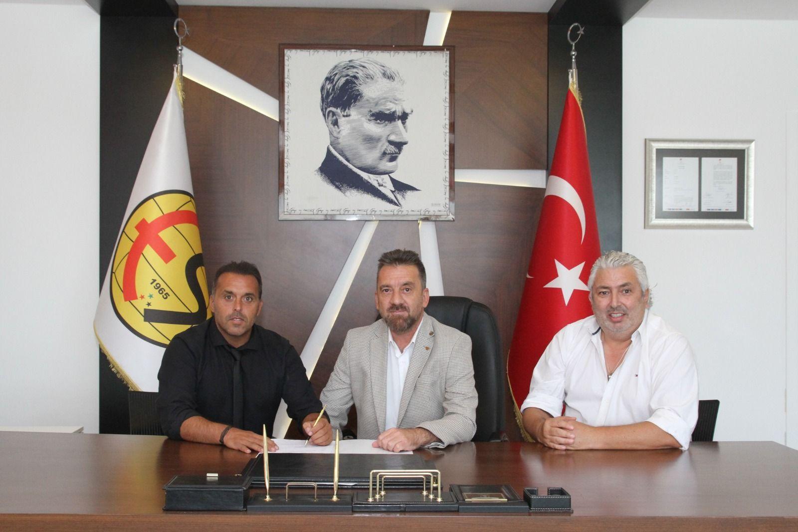 Eskişehirspor'un teknik direktörü Cem Karaca oldu!