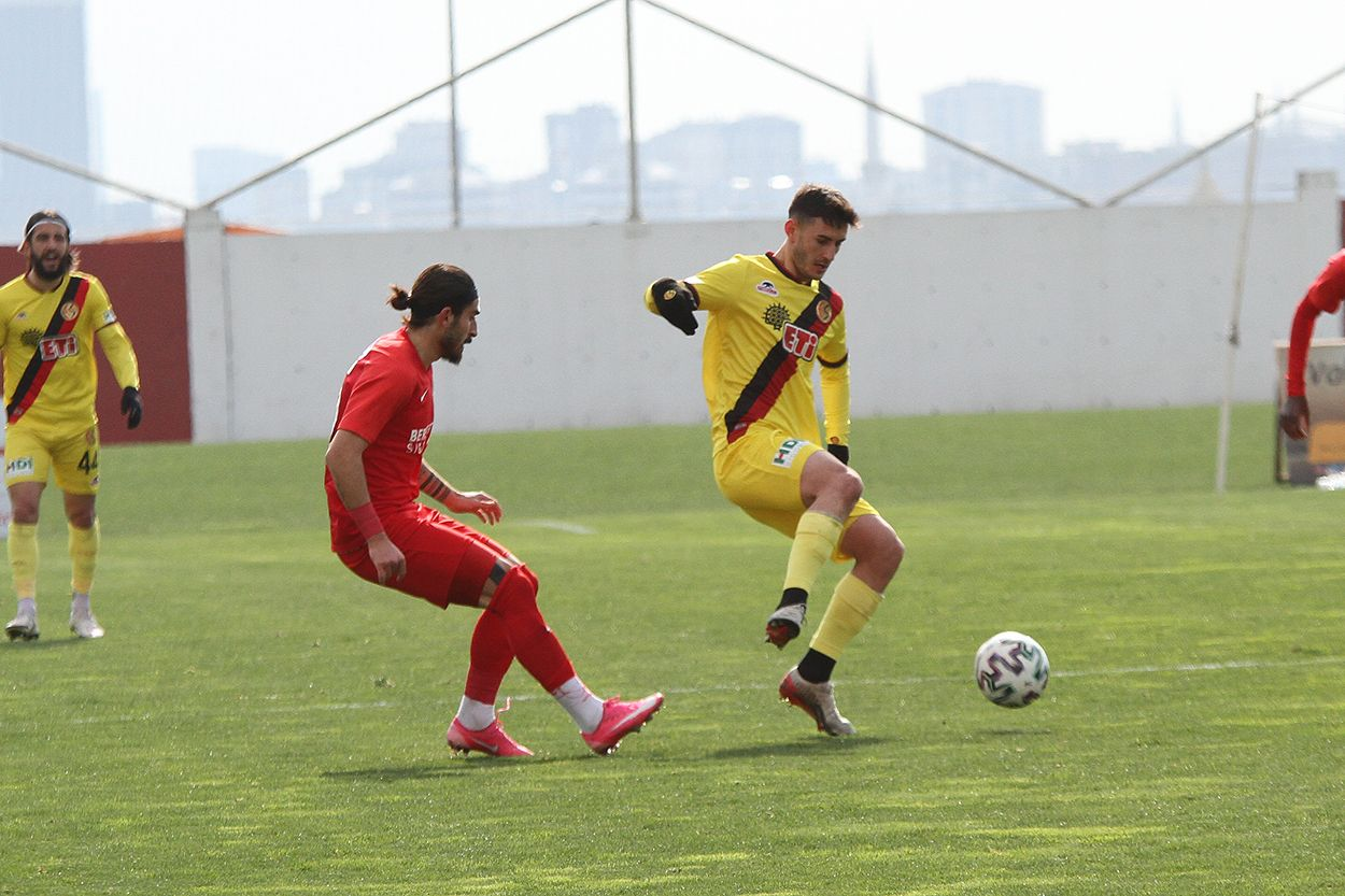 Ümraniyespor 3 - 0 Eskişehirspor