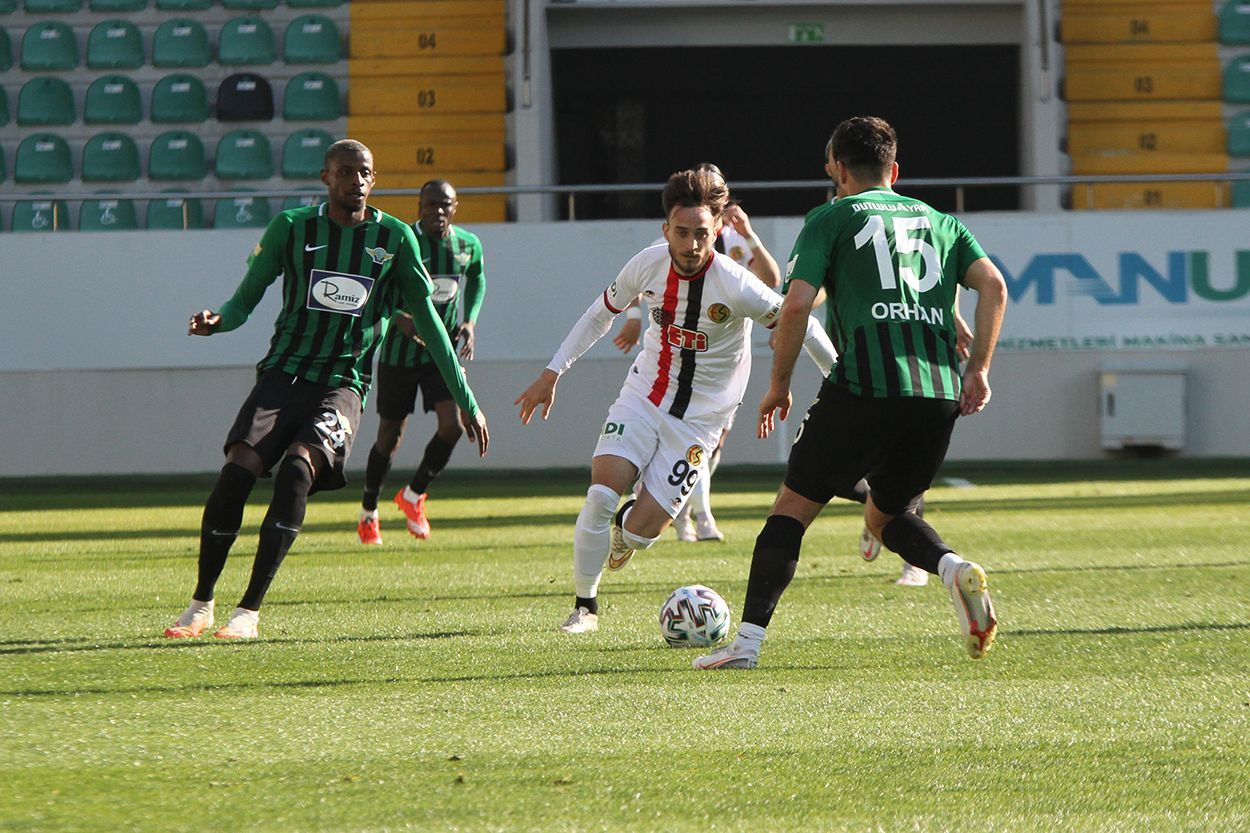 Akhisar - Eskişehirspor maçında kareler